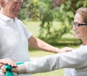 assisted living facilities help seniors get involved