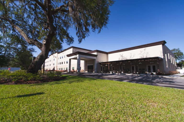 Exterior shot of Angels Senior Living at New Tampa, an assisted living and memory care facility near the University of South Florida.