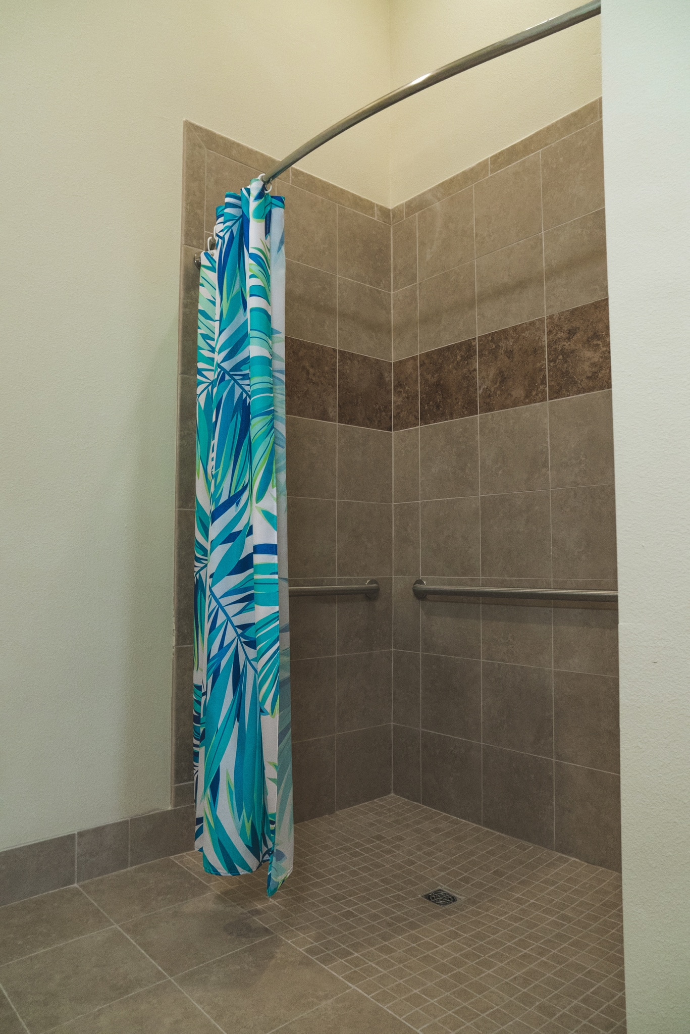 Our Sarasota community offers curbless, walk-in showers with grab bars to make showering as easy as possible for our residents.